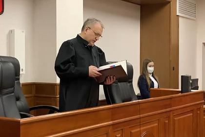 Суд прекратил дело застреленного спецназом из-за рулонов обоев россиянина