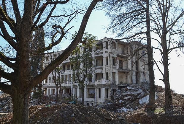 Главный корпус санатория «Кавказская Ривьера»