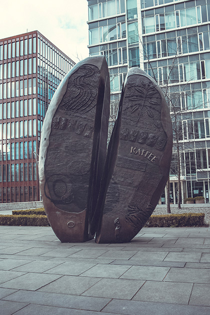 Памятник кофейному зерну