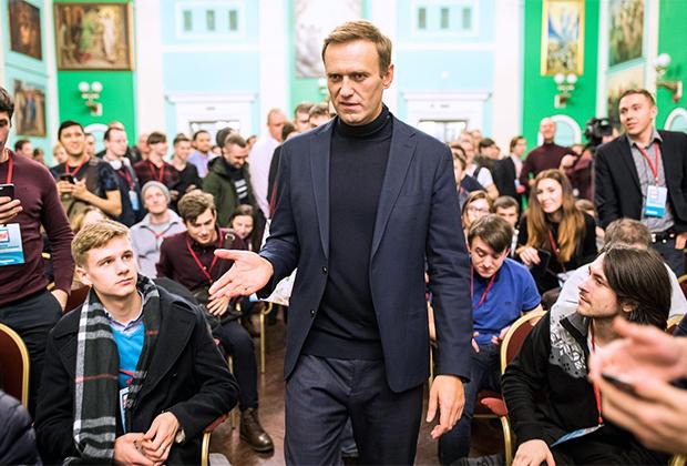 Глава ФБК Алексей Навальный во время встречи со своими сторонниками