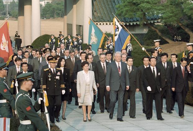 Российская делегация во главе с Борисом Ельциным в Сеуле