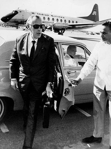 Муж Фурцевой, дипломат Николай Фирюбин, прибывает в аэропорт Палам, Нью-Дели, 22 октября 1971 года