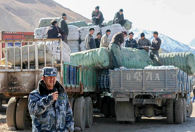 Киргизско-китайский пограничный переход в Иркештаме