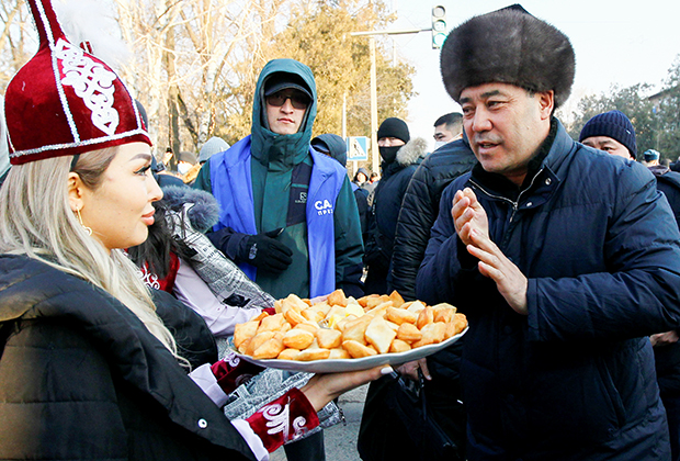Садыр Жапаров на предвыборном митинге в Токмаке, Киргизия
