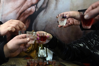 Нарколог рассказал о способе избежать запоя на праздниках
