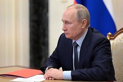 Путин поручил предоставлять россиянам госуслуги ежедневно и круглосуточно
