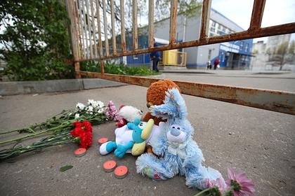 Жители российского города простились с погибшими в ДТП на Ставрополье детьми