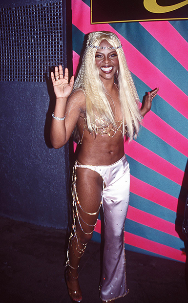 Lil' Kim в брюках с низкой посадкой,1999 год