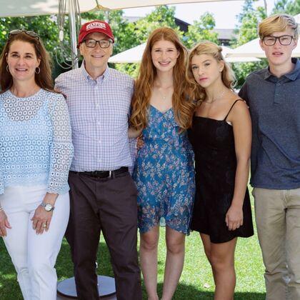 Билл и Мелинда Гейтс с детьми
