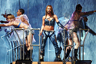 Бритни Спирс (в центре), 2002 год
