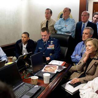 Байден следит за ликвидацией бен Ладена вместе с Бараком Обамой, Хиллари Клинтон и Робертом Гейтсом (крайний правый), 2011 год