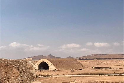 Ангары гражданского аэропорта в окрестностях Пальмиры в сирийской провинции Хомс
