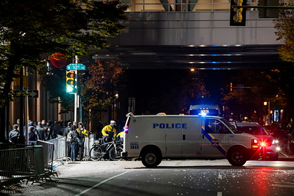 В США мужчина захватил заложников в банке