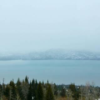 Вид на залив в селе Качемак на Аляске