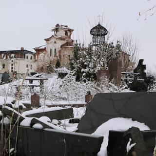 Руины монастыря после обстрела в поселке Веселое, Донбасс