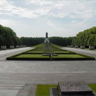 Мемориал «Воин-освободитель» в Трептов-парке в Берлине