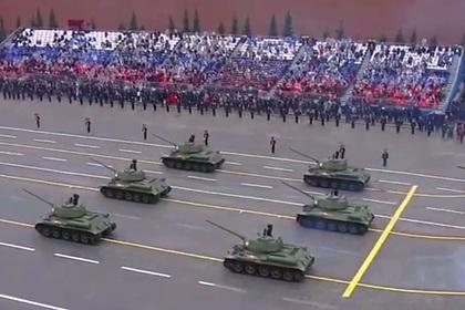 Появилось видео танкового парада на Красной площади