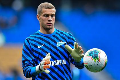 Российский вратарь пропустил мяч после удара с центра поля