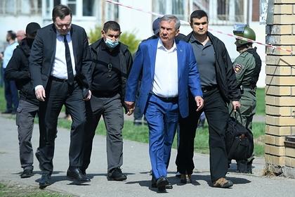 Рустам Минниханов (в центре)
