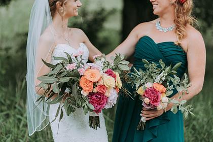 Невеста пожелала «быть лучшей» на свадьбе и попросила подругу отрезать волосы