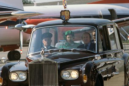 40-летнюю машину сестры Елизаветы II продадут за миллионы рублей