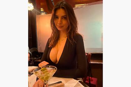 Знаменитости вновь полюбили обнажающие грудь топы и запустили тренд