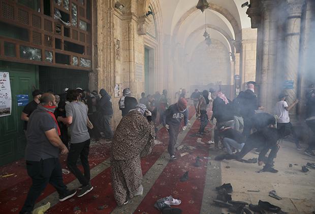 Столкновения палестинцев и израильских сил безопасности в комплексе мечети Аль-Акса на Храмовой горе