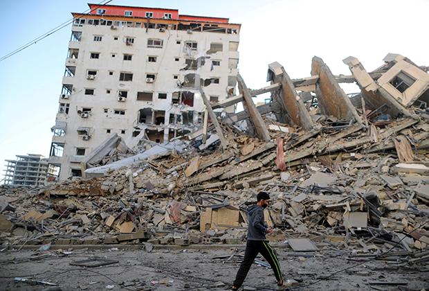 Руины здания в Газе, уничтоженного во время израильского удара