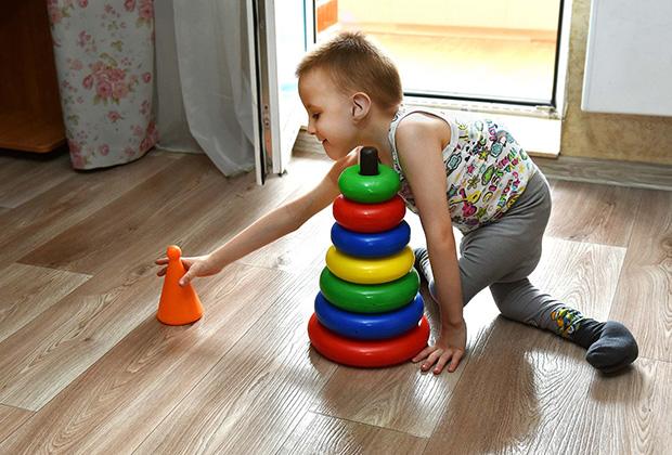 Как любой малыш, Миша очень любит игрушки