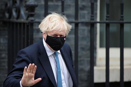 Британскому премьеру припомнили старый долг