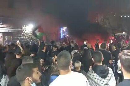 Беспорядки с поджогами в Израиле попали на видео