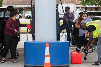 Американцы начали разливать бензин по пластиковым пакетам