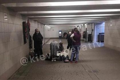 Женщина родила ребенка в киевском метро