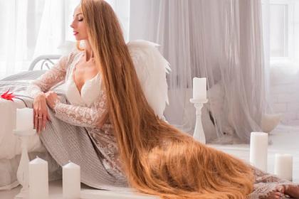 Украинка раскрыла секрет мытья головы для двухметровых волос