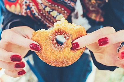 Диетолог рассказала о безопасной дозе вредной еды