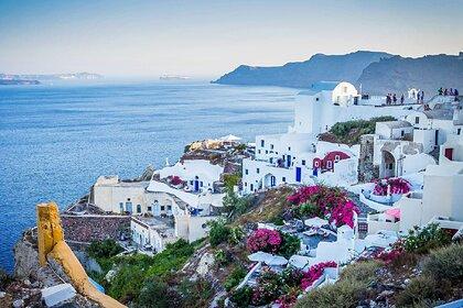 Греция примет привитых «Спутником V» туристов