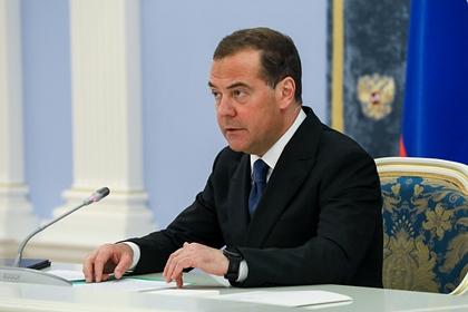 Медведев назвал «охотой на ведьм» арест Медведчука