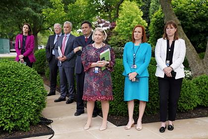 Сотрудники Белого дома без масок
