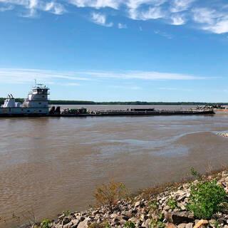 Одно из судов на реке Миссисипи