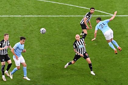 Футболист «Манчестер Сити» забил мяч пяткой в прыжке