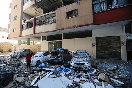 Четыре израильские ракеты разрушили 11-этажное здание в секторе Газа