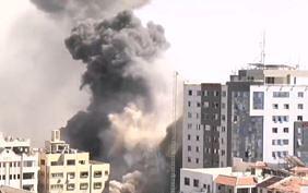 Удар Израиля по зданию с офисами мировых СМИ в Газе попал на видео