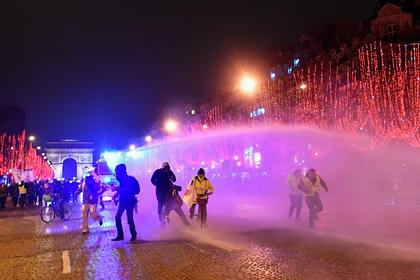 В Париже начали применять водометы для разгона пропалестинской демонстрации