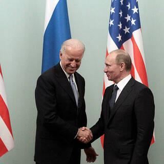 Владимир Путин и Джо Байден, 2011 год