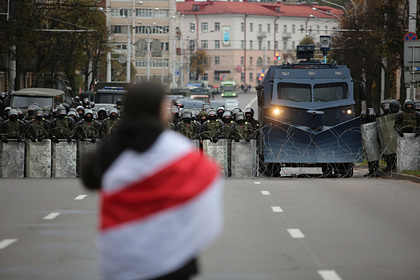 Лукашенко разрешил разгонять протесты боевой техникой