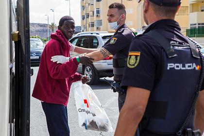 Испания мобилизовала армию из-за тысяч приплывших нелегалов