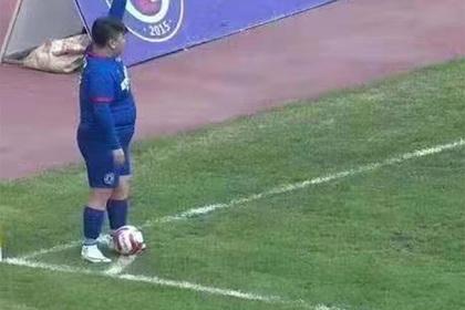 Миллионер купил футбольный клуб и заставил 126-килограммового сына играть в нем