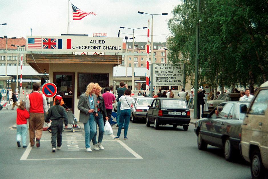 «Чекпойнт Чарли», Берлин, 1990 год