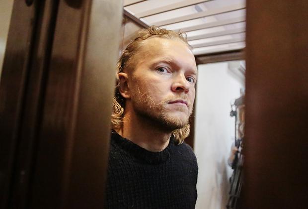Владелец журнала «Флирт» Дмитрий Зяблицев в Симоновском суде Москвы, который избирает меру пресечения.