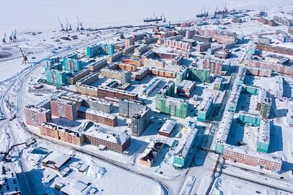 Портовый город Дудинка (арктический порт федерального значения на трассе Северного морского пути)